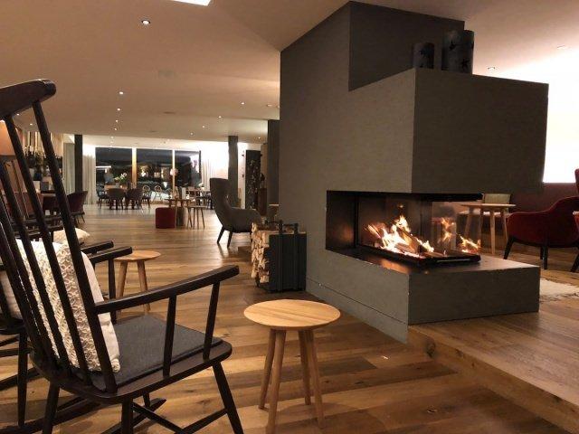 Feuerstein-Family-Resort-Brenner-kamin