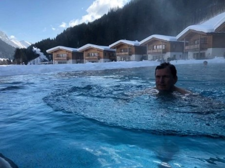Feuerstein Family Resort Brenner pool daniel - Feuerstein Family Resort am Brenner in Südtirol - Entspannter Luxus