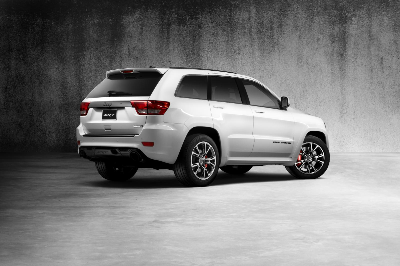 2013-Jeep-Grand-Cherokee-SRT8-Alpine-Edition-rear