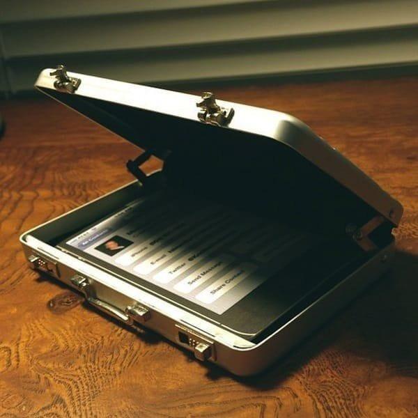 Kikkerland Mini Briefcase Card Carrier