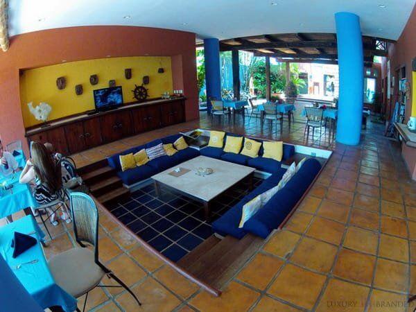 Casa de los Suenos lounge