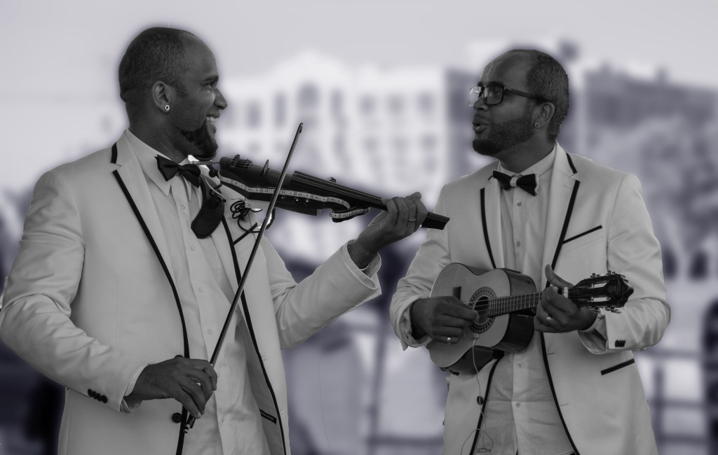 strolling violin twins luxury event band