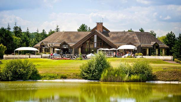 restaurant-des-lacs-golf-hotel-de-mont-griffon-vue-exterieure