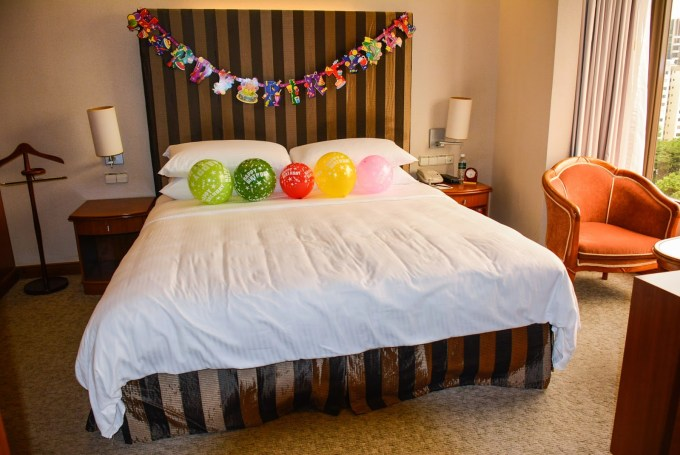 How To Decorate Hotel Room For Birthday Party Leancy Stock