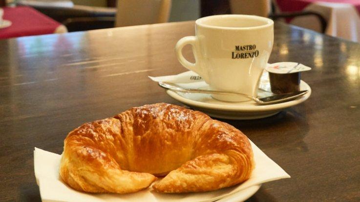 café et croissant à Genève
