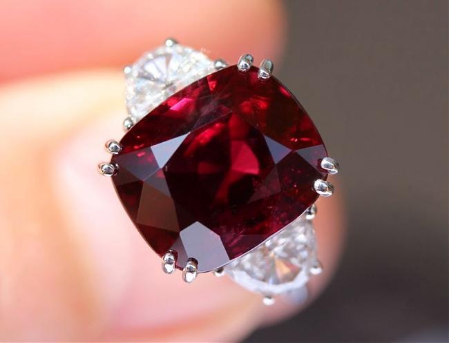 比鑽石還稀有的頂級紅寶石為什麼稱作「鴿血紅」 - 世界高級品 LuxuryWatcher