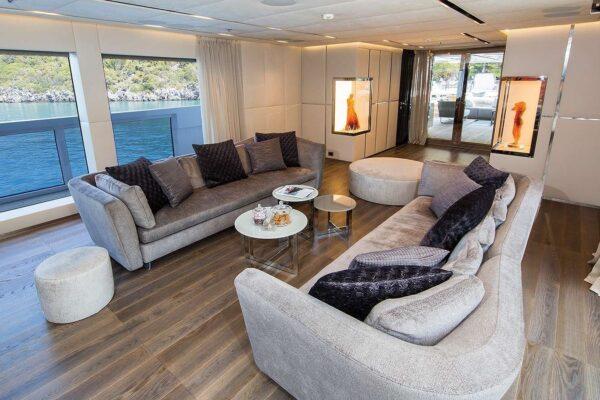 ouranos-yacht-charter-main-salon3