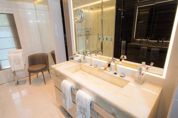 ouranos-yacht-charter-master-cabin-bathroom
