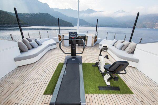 ouranos-yacht-charter-sun-deck