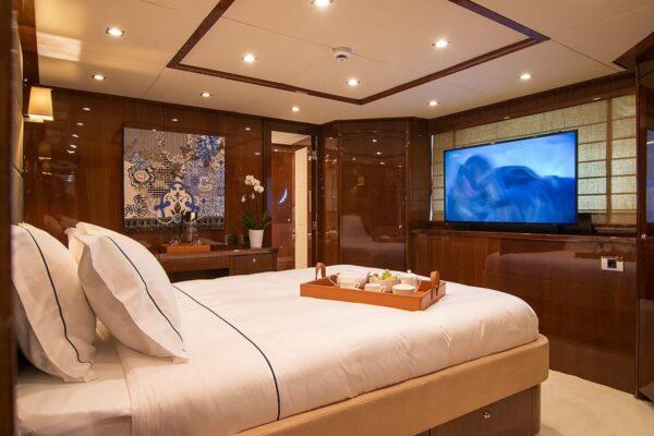 pathos-mega-yacht-vip-suite-min