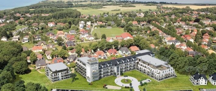 """Ehemalige Seefahrtschule wird als Apartmentanlage """"Zwei Wasser"""" im Ostseebad Wustrow eröffnet"""