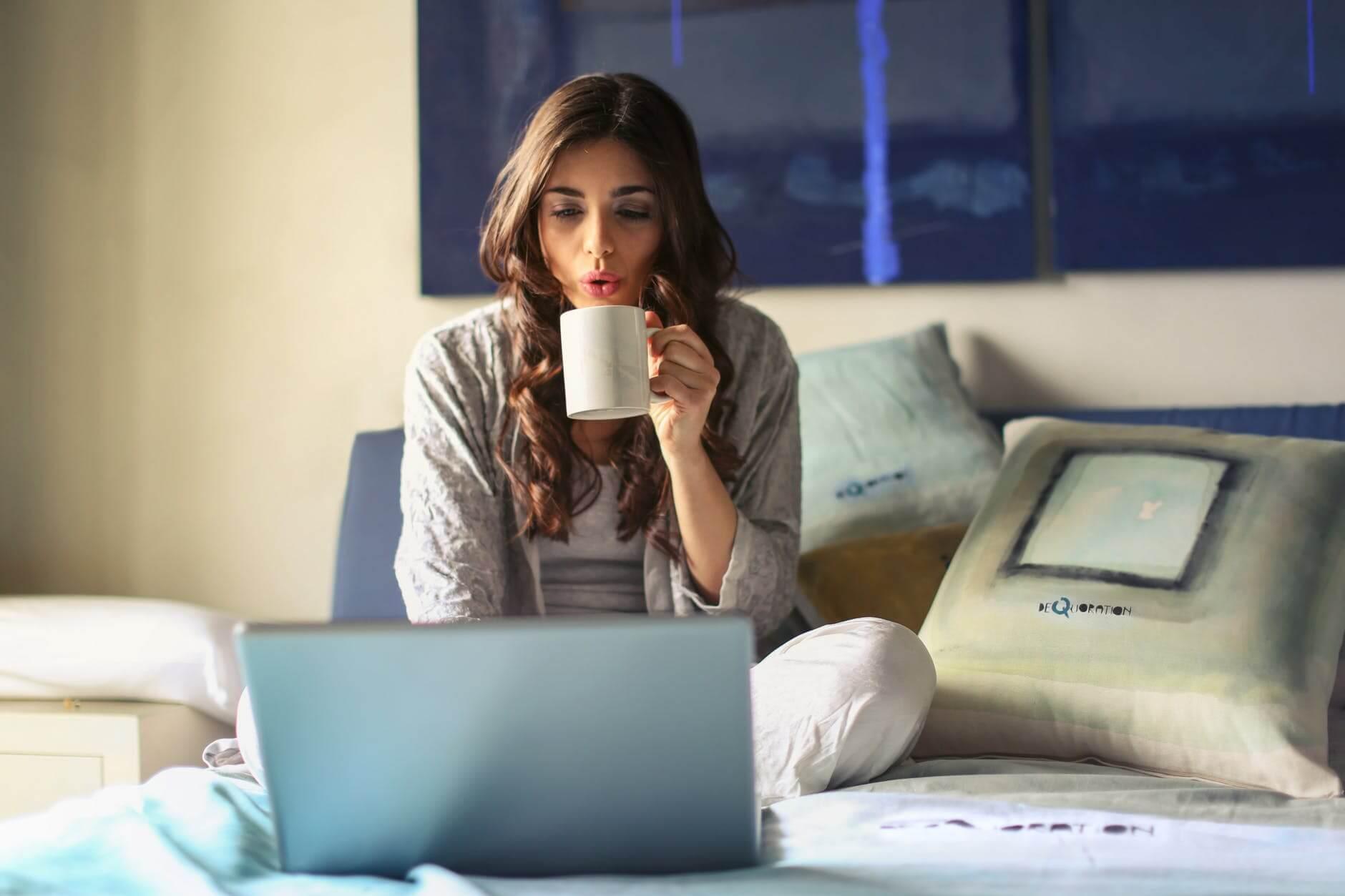 Práca z domu: Kde a ako zarábať na vypĺňaní dotazníkov?