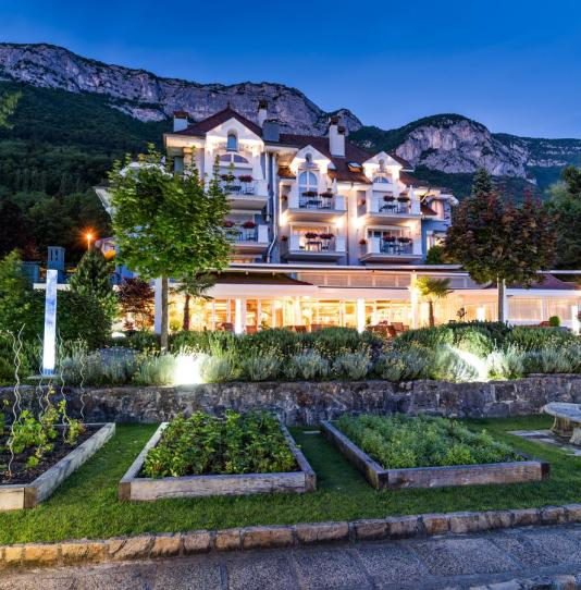 Hotel restaurant luxe Yoann CONTE lac d'Annecy hotel luxe annecy