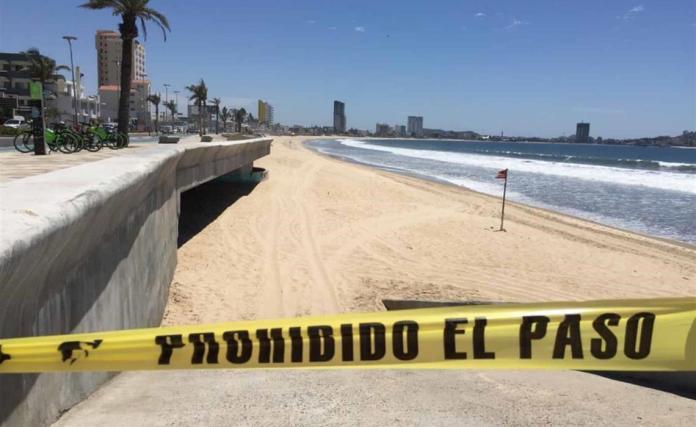 Salvavidas acordonan las playas de Mazatlán