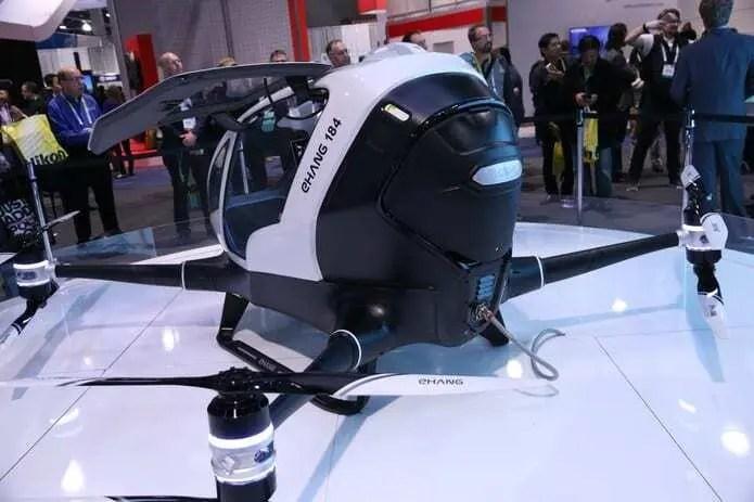 Voando num drone gigante