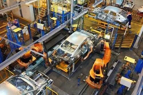 Ford inova em linha de montagem com impressoras 3D