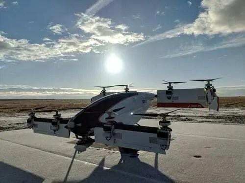 Táxi aéreo autônomo da Airbus voa pela primeira vez