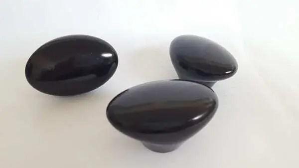 3 Modelos de peças impressas em 3D na cor preta. Continue lendo nosso artigo.