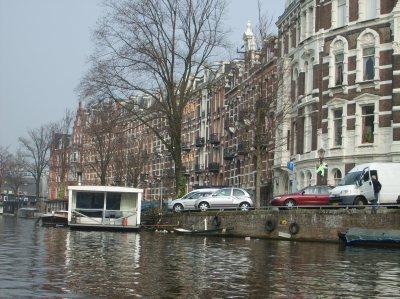 """La ciudad es conocida como la """"Venecia del Norte"""" por los canales que la cruzan."""