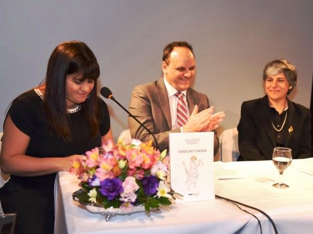 Panel de presentación del libro: Pamela Echeverría, Martín Caselli y Susy Inés Bello Knoll.