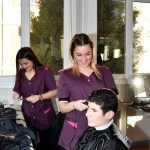 Les CAP Coiffure du Lycée privé Clovis Hugues coiffent les élèves du Lycée militaire d'Aix-en-Provence.