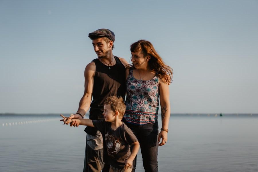 Photos l Séance famille les pieds dans l'eau
