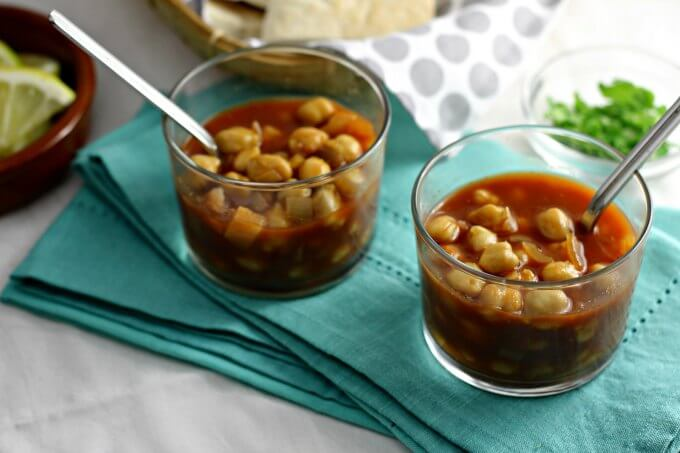 Chickpeas in Spicy Tomato Gravy ~ Food of the World ~ Egypt ~ Lydia's Flexitarian Kitchen