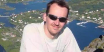 MISTET LIVET: Den franske læreren Samuel Paty ble halshugget av en muslimsk ekstremist sist uke. Nå henges plakatene han viste sine elever i flere norske byer som en  reaksjon. (Foto: Privat).