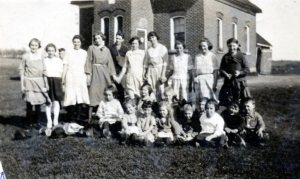 Seeleys Sch Arbor Day c1924 SF12#22