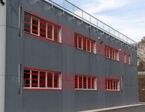 Barriere da esterno BULL su capannone industriale