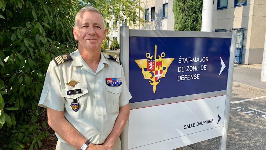 Le lien armée-jeunesse reste très fort en France