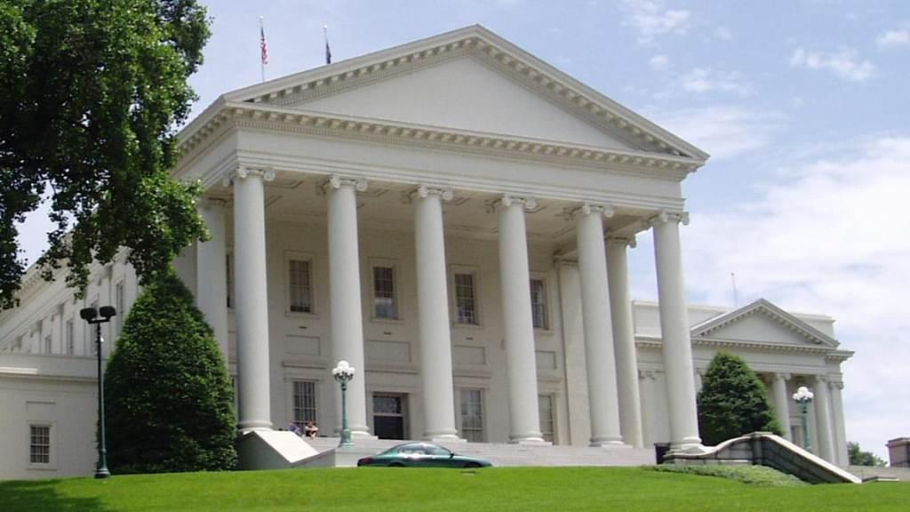 étrange ressemblance entre le Capitole et le Temple d'Auguste et de Livie à Vienne
