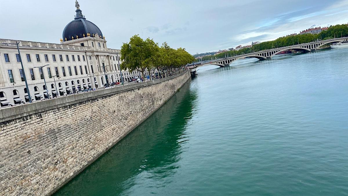 Rhône rive droite