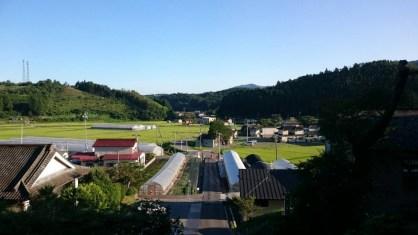 從前往八幡神社的樓梯上眺望地景色