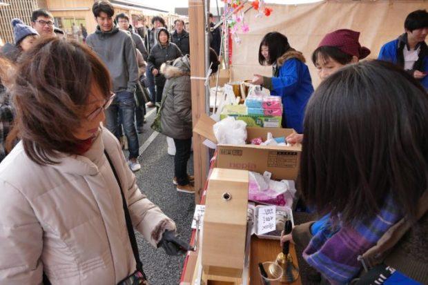 【さんさん商店街】年末セール&ガラポン抽選会!