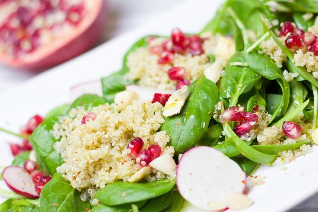 Sommerlicher Quinoa-Granatapfel-Salat