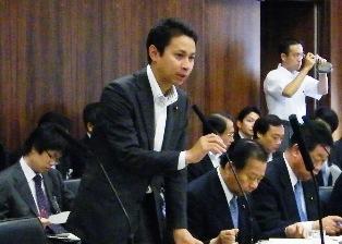 参院経済産業委員会で答弁する谷合経済産業大臣政務官