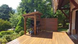 Abri de barbecue et terrasse en composite