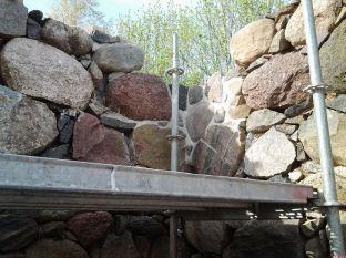 Karksi-Nuia-maakivi-hoone-2