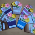 """کلاس استاد کودکان در ساخت کارت پستال برای روز مادر """"مادر من، اینجا گل برای شما!"""""""