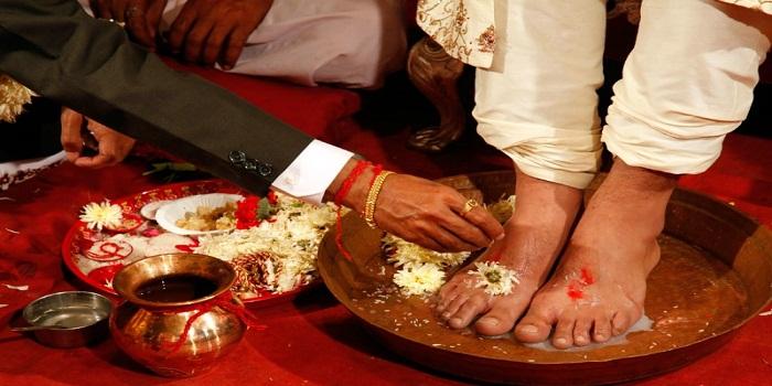 Why do tey wash groom's feet during hindu weddings