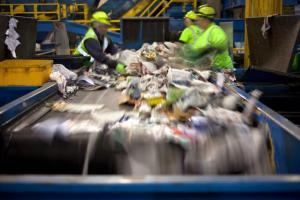 bande-transporteuse-recyclage-déchetterie.