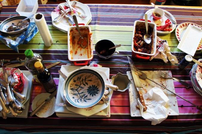 Table en désordre le lendemain de Noël