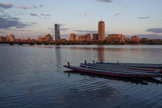 Belle vue de Boston, Charles River, dragon boats