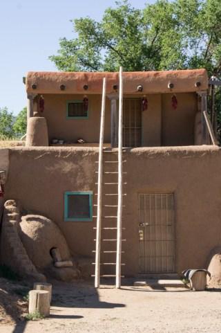 Maison et échelle - Taos Pueblo - Nouveau Mexique