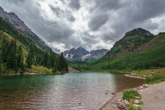 aspen Maroon Bells Colorado les deux sommets et le lac