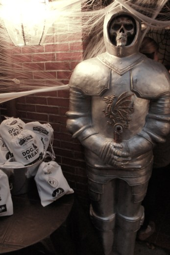 Squelette et dog treats for Halloween Boston