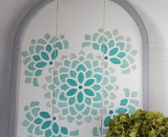 Stenciled Arch with Ombre | Mabey She Made It #stencil1 #stencil #ombre