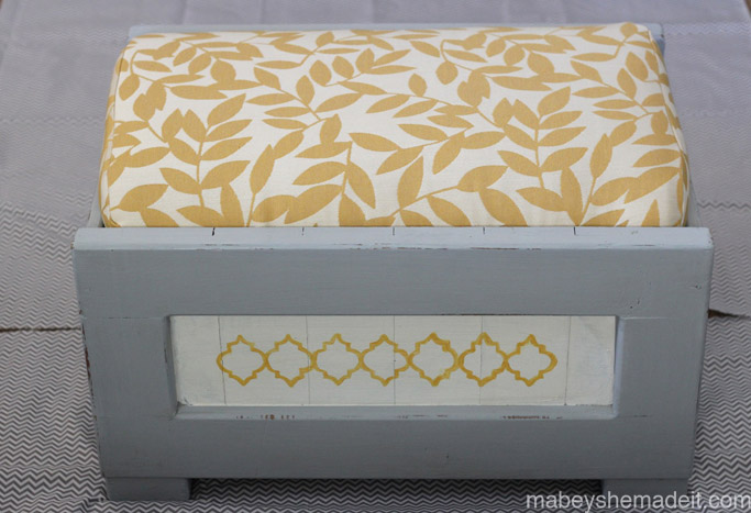 Hand-painted Ottoman Makeover | Mabey She Made It #furniture #ottoman #makeover