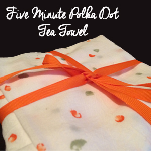 5-minute Polka Dot Tea Towels by Eyeliner & Erasers | Mabey She Made It | #teatowel #stamping #giftidea